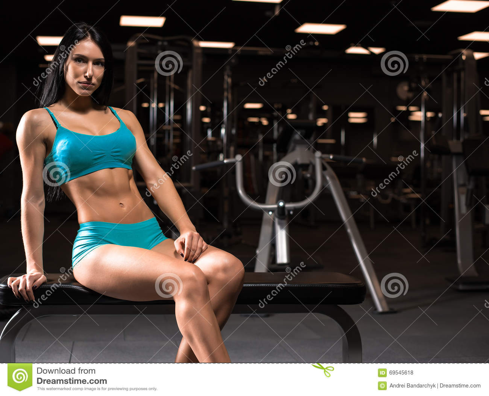 Поход с девушкой в спортзале