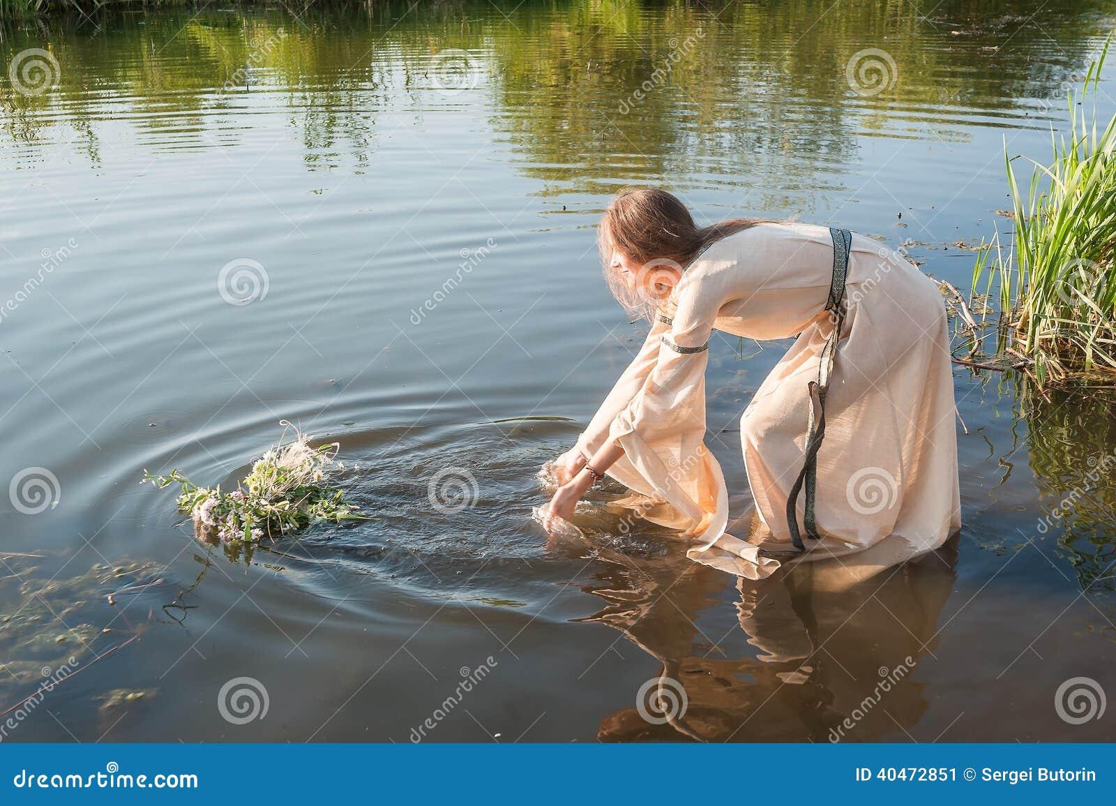 Рассказ секс в реке, Порно рассказы: Лето у реки - Первый секс 22 фотография