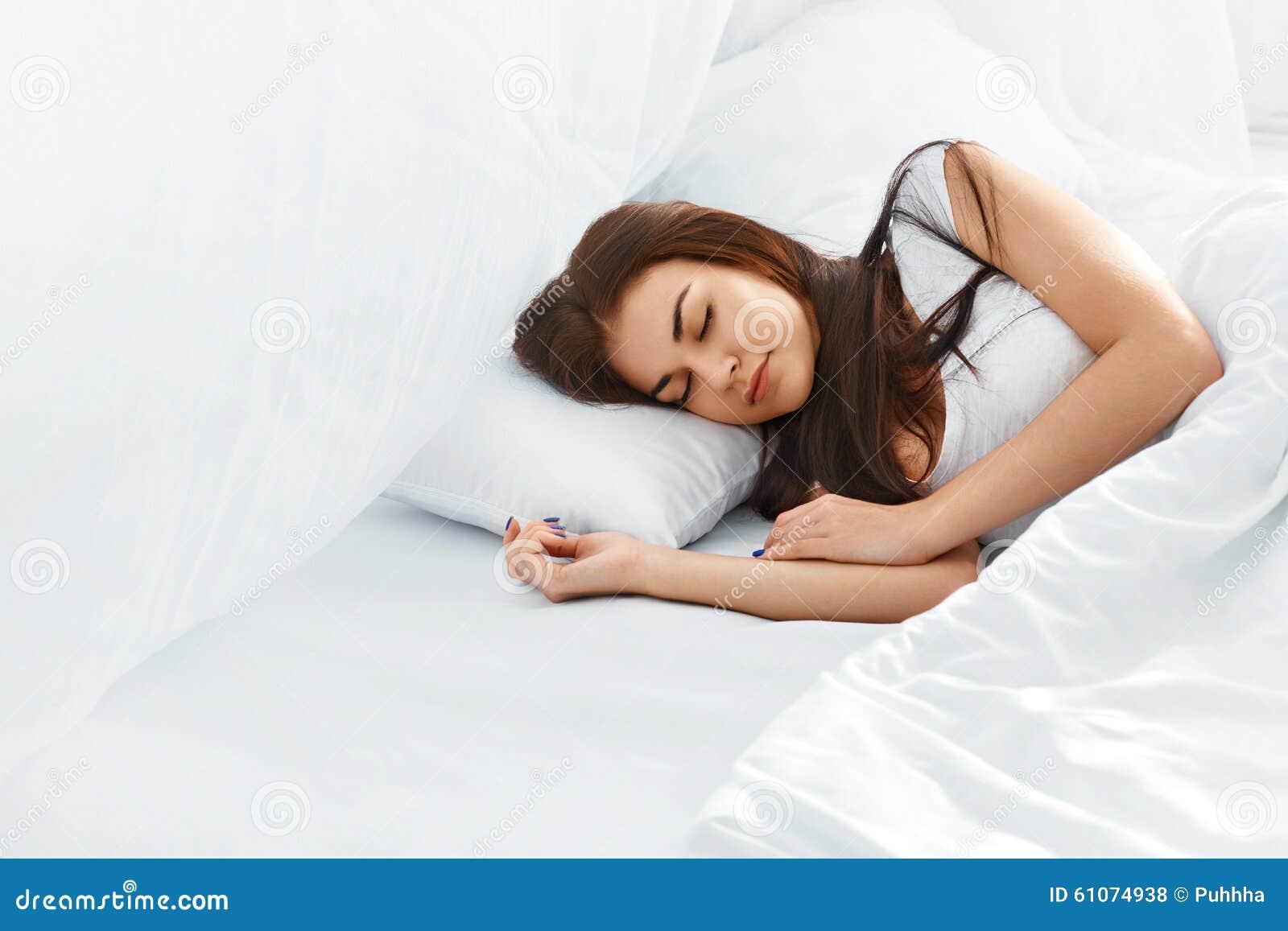 Фото девка спальне фото 601-147