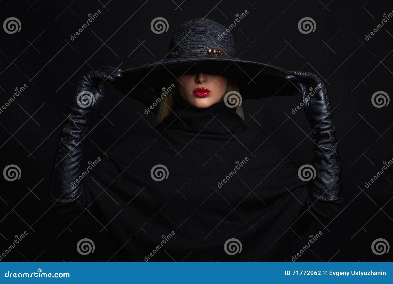 Красивая женщина в шляпе и кожаных перчатках иллюстрации halloween штольни мои пожалуйста см