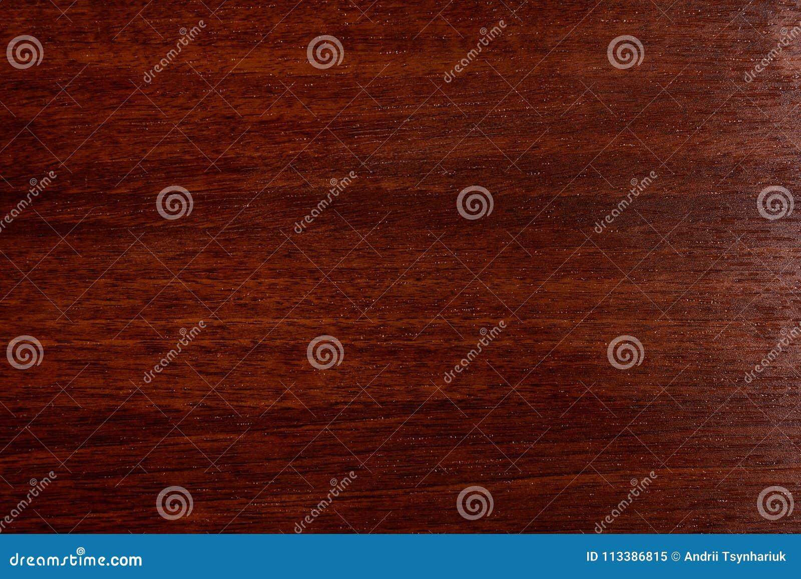 Красивая коричневая деревянная предпосылка на отлакированной текстурированной переклейке