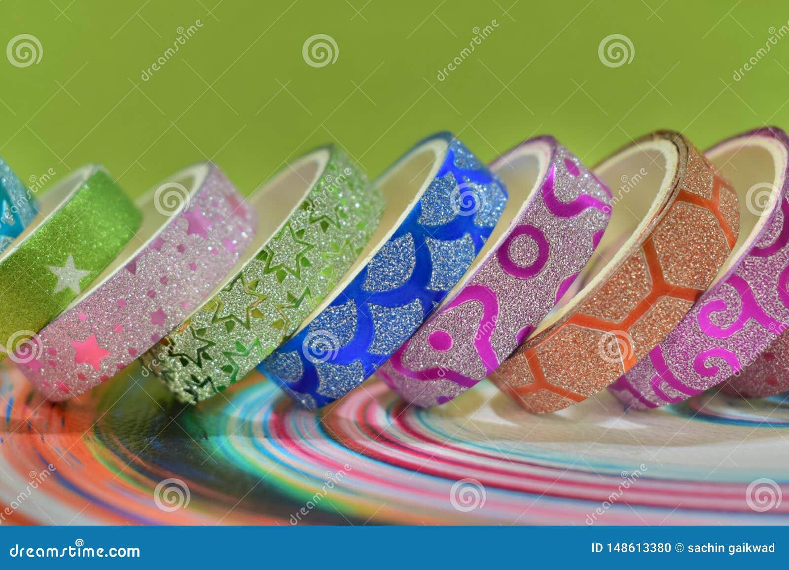 Красивая красочная текстура яркого блеска конструировала клейкую ленту для ремесла искусства