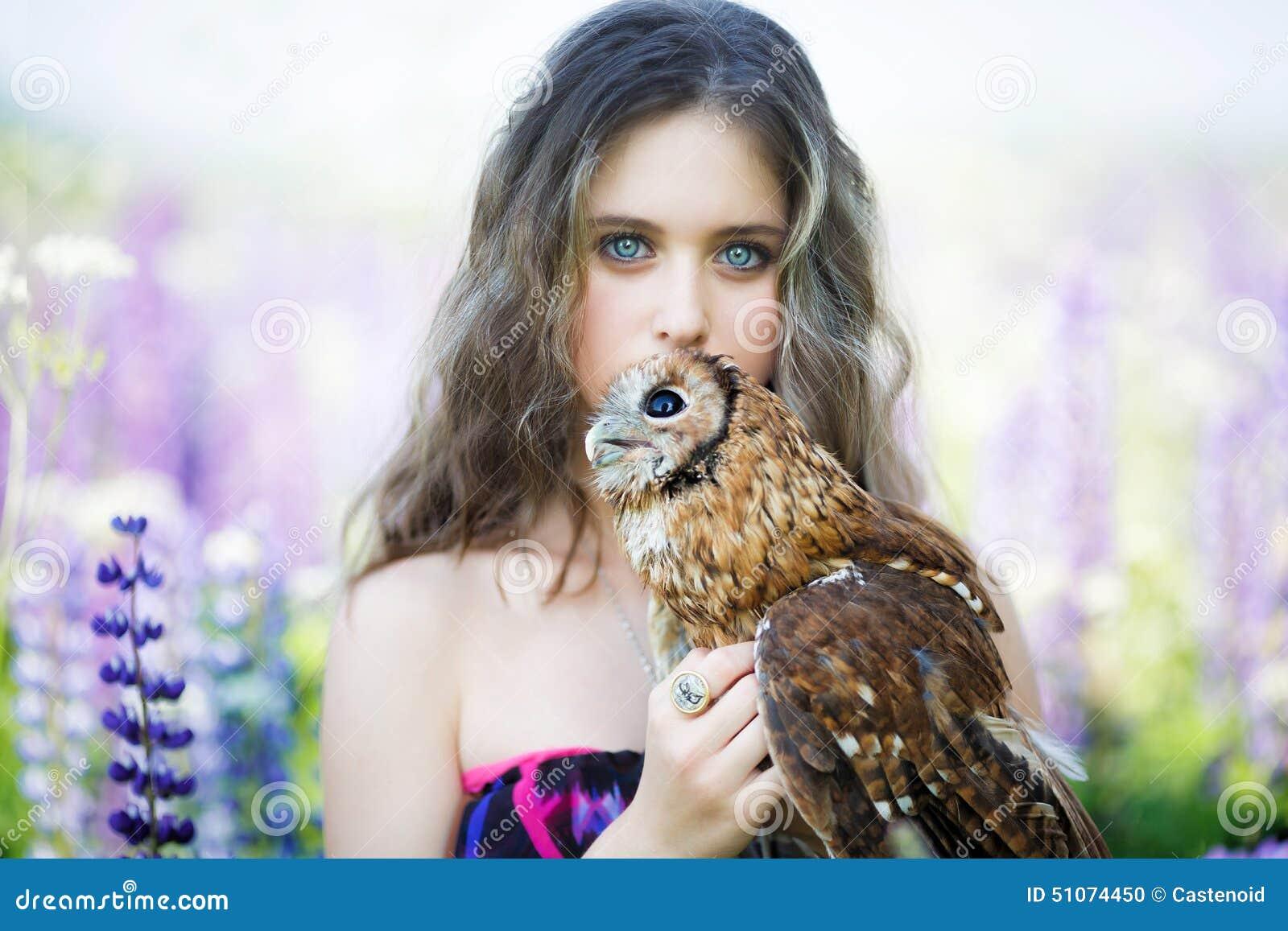Фото девушек с совами
