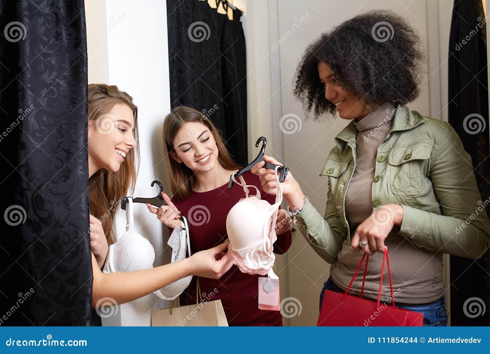 Видео из примерочной магазина женского нижнего белья — pic 11