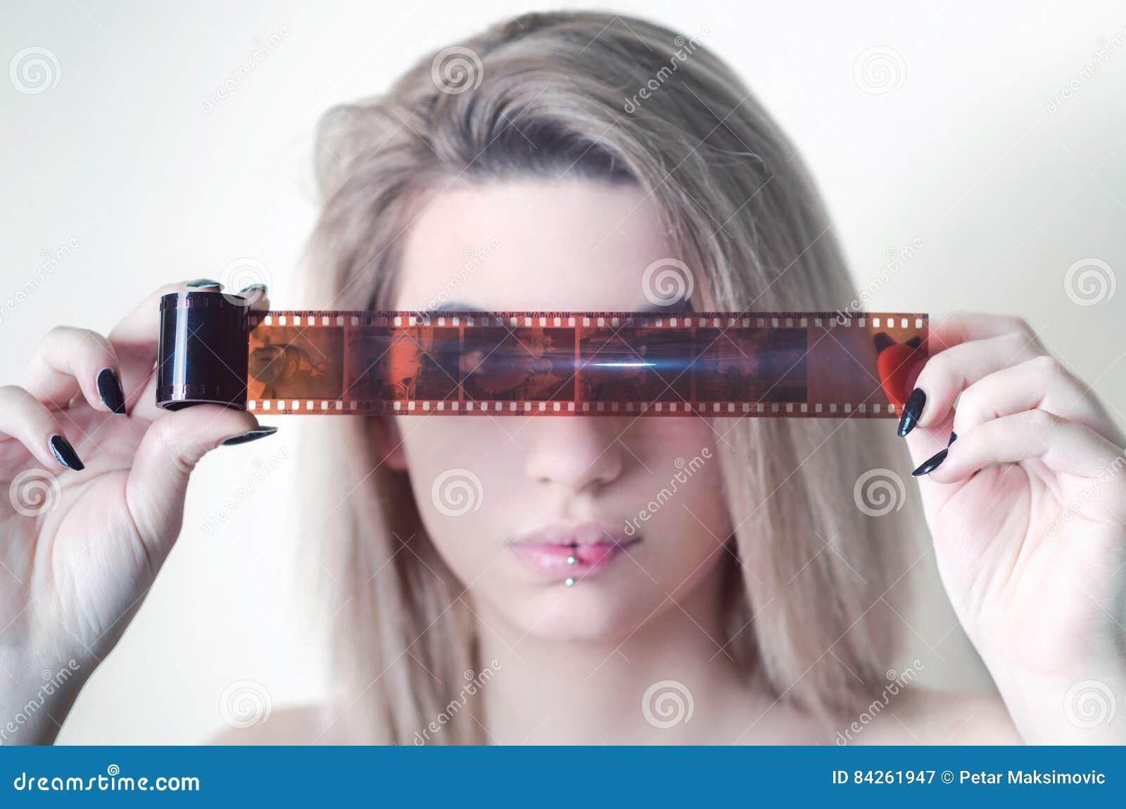 Молодая и красивая фильм фото фото 273-870