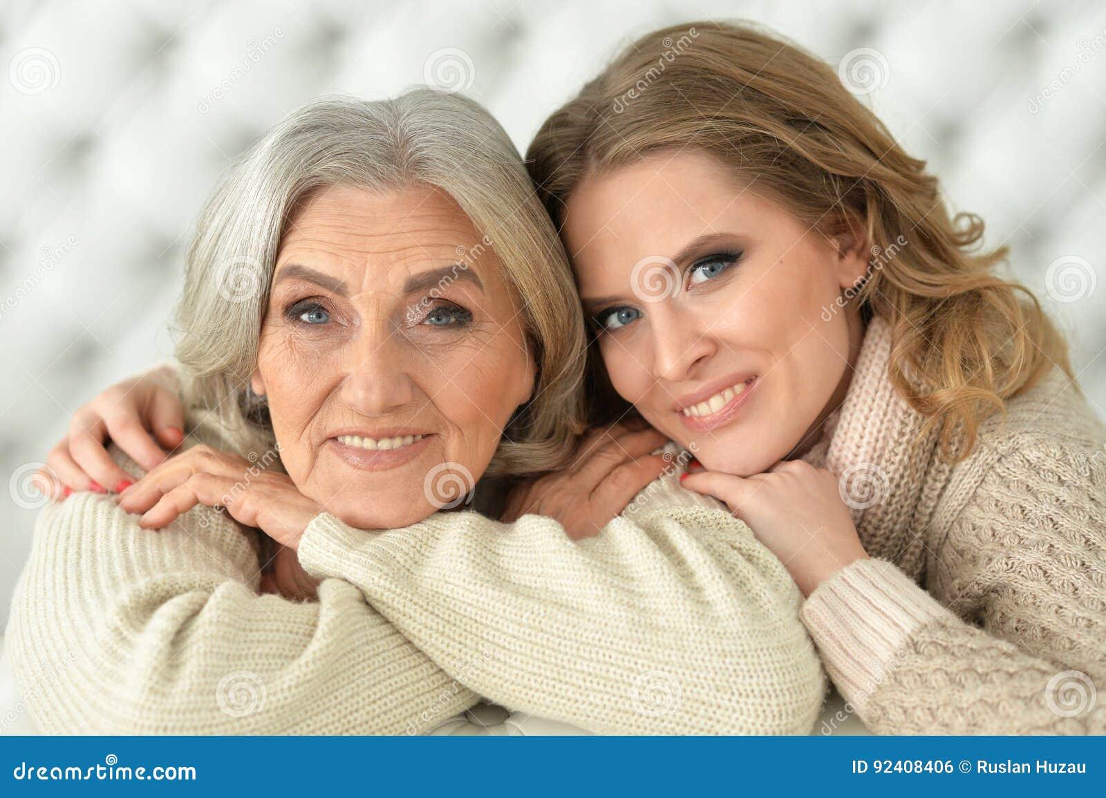 Смотреть подруга и мама парень, Мама с подругой -видео. Смотреть мама с подругой 30 фотография