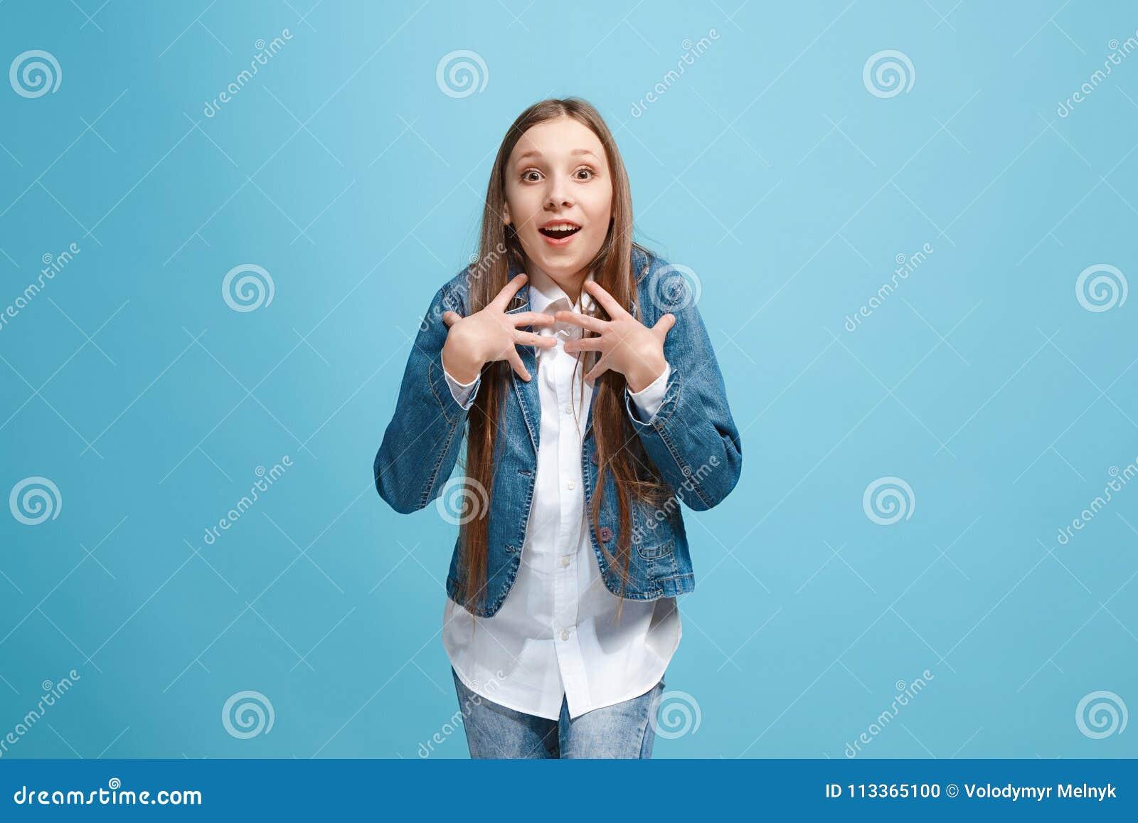 Лицо красивой девушки с открытым ртом видео жену
