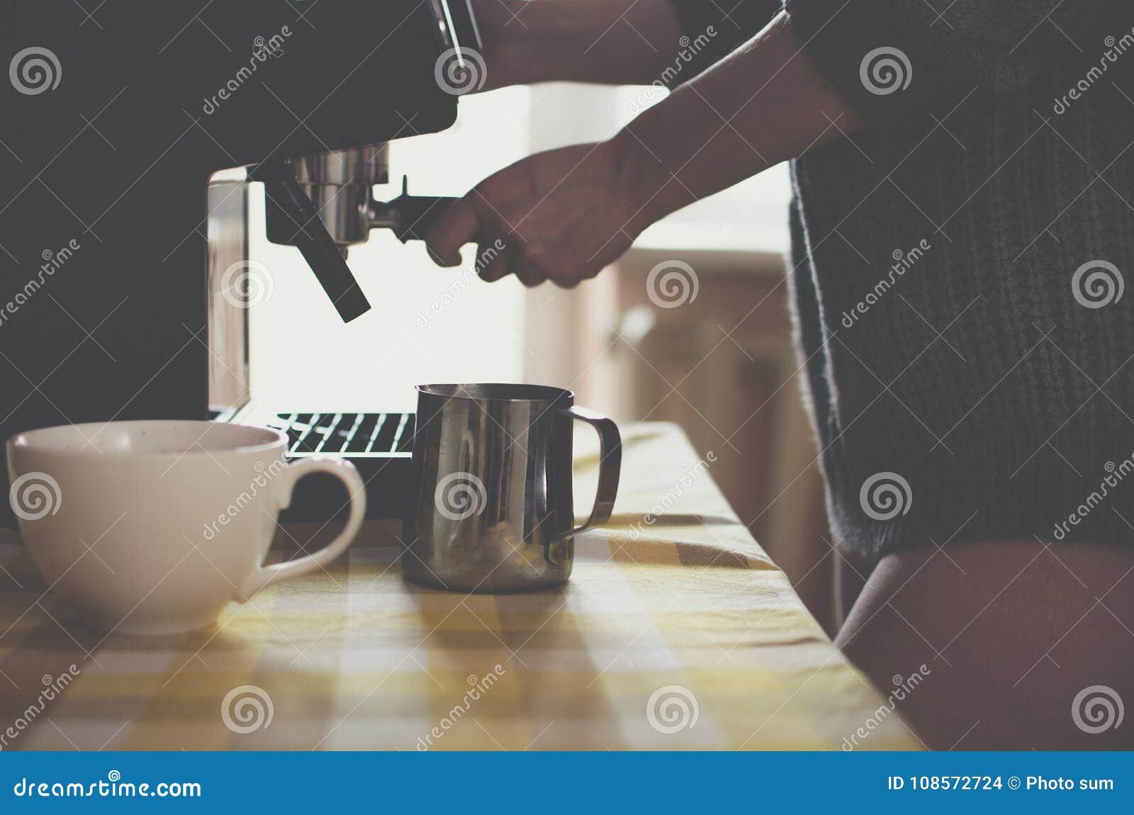 Сексуальная девушка кофе
