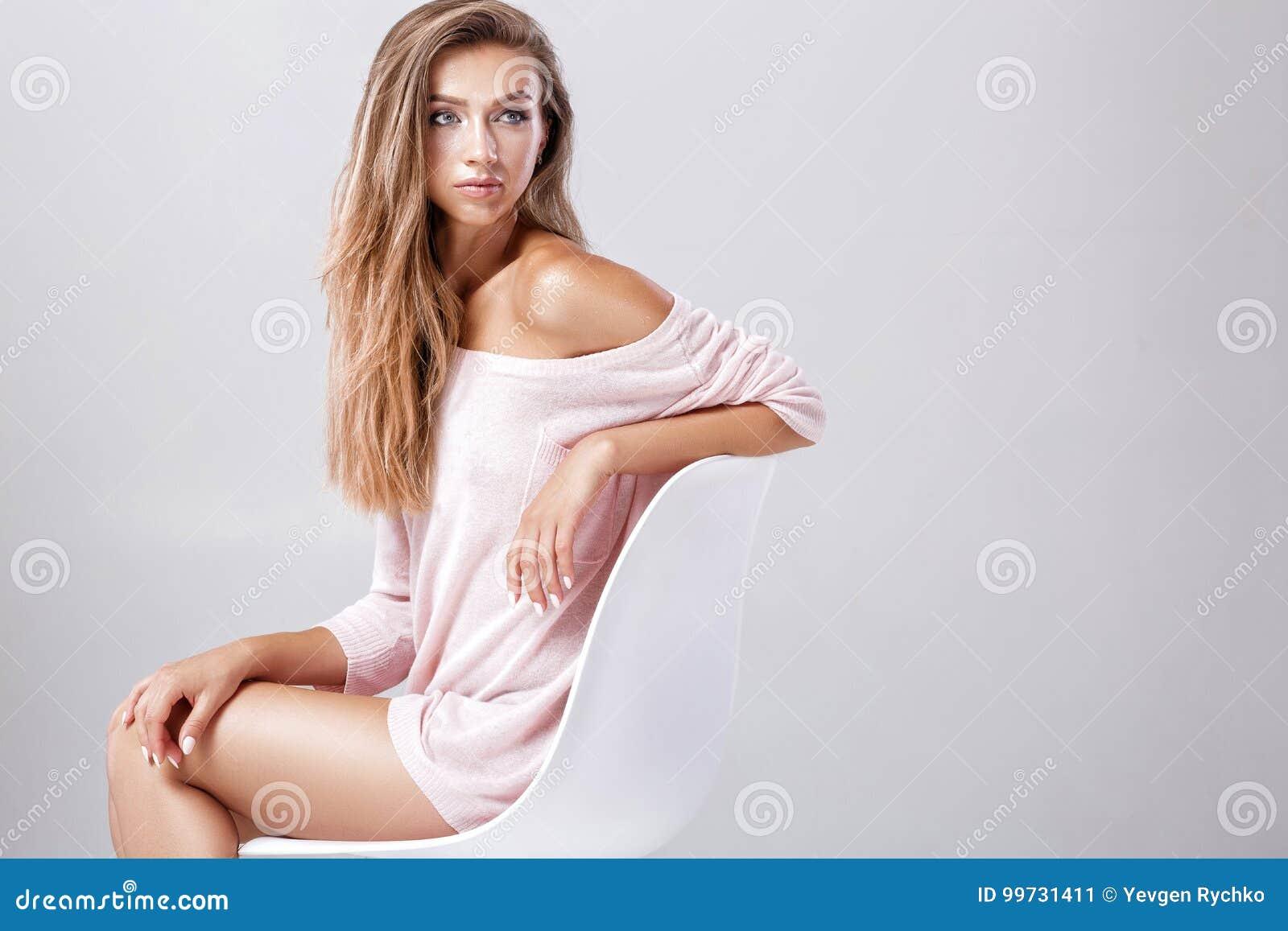 krasivoe-erotichnoe-foto-na-stule