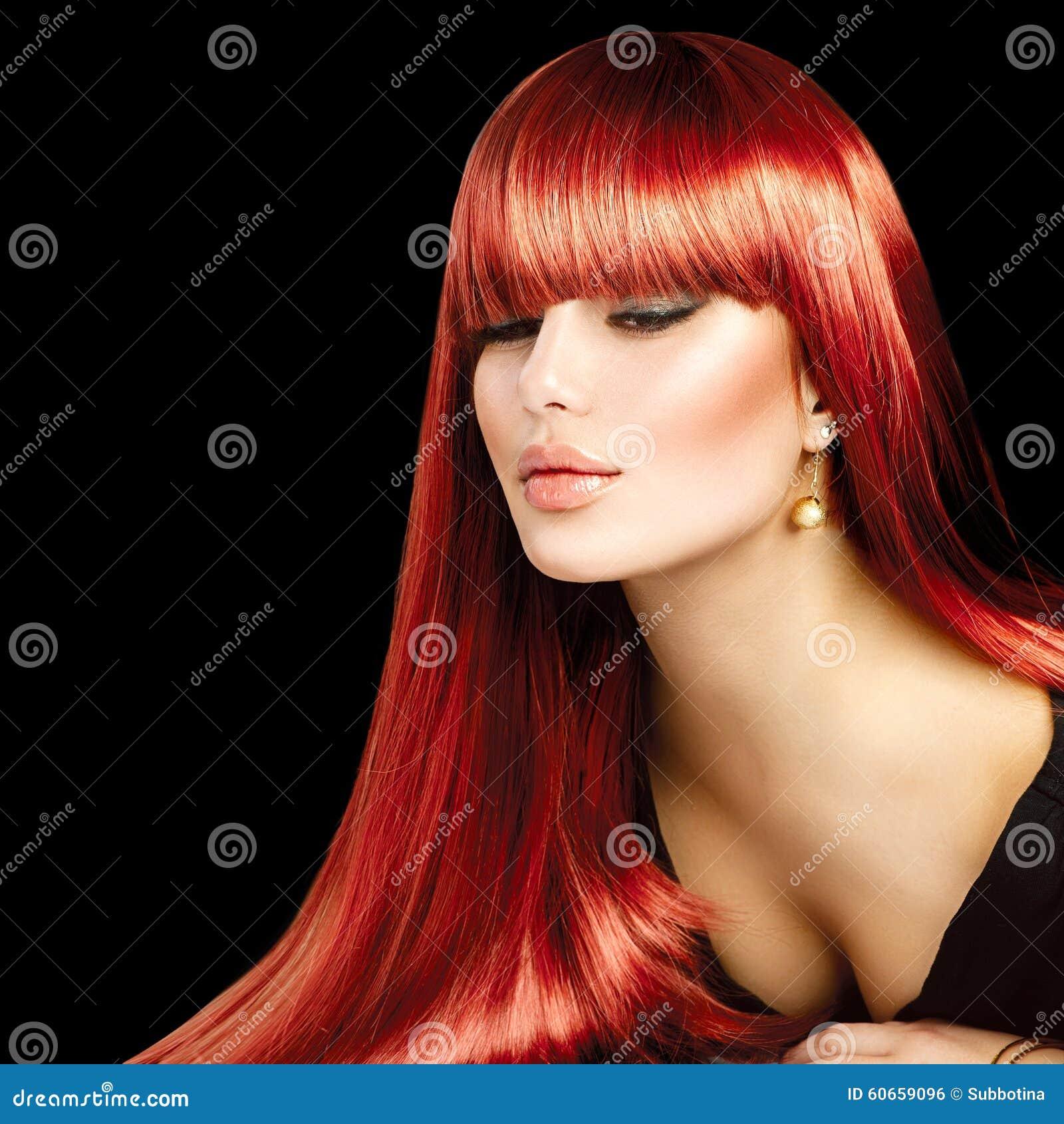 Красивая сексуальная женщина с длинными прямыми волосами