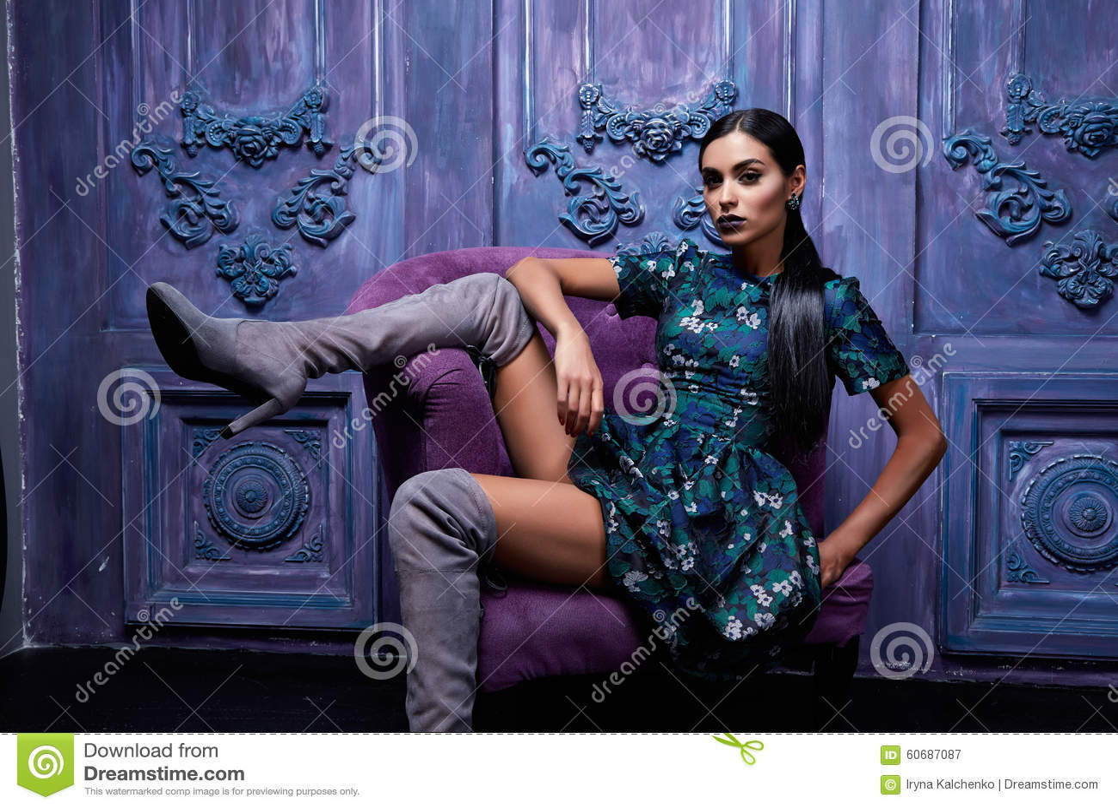 seksualnie-devushki-v-temnih-delah-eroticheskie-inostrannie-otkritki-muzhchina-s-zhenshinoy