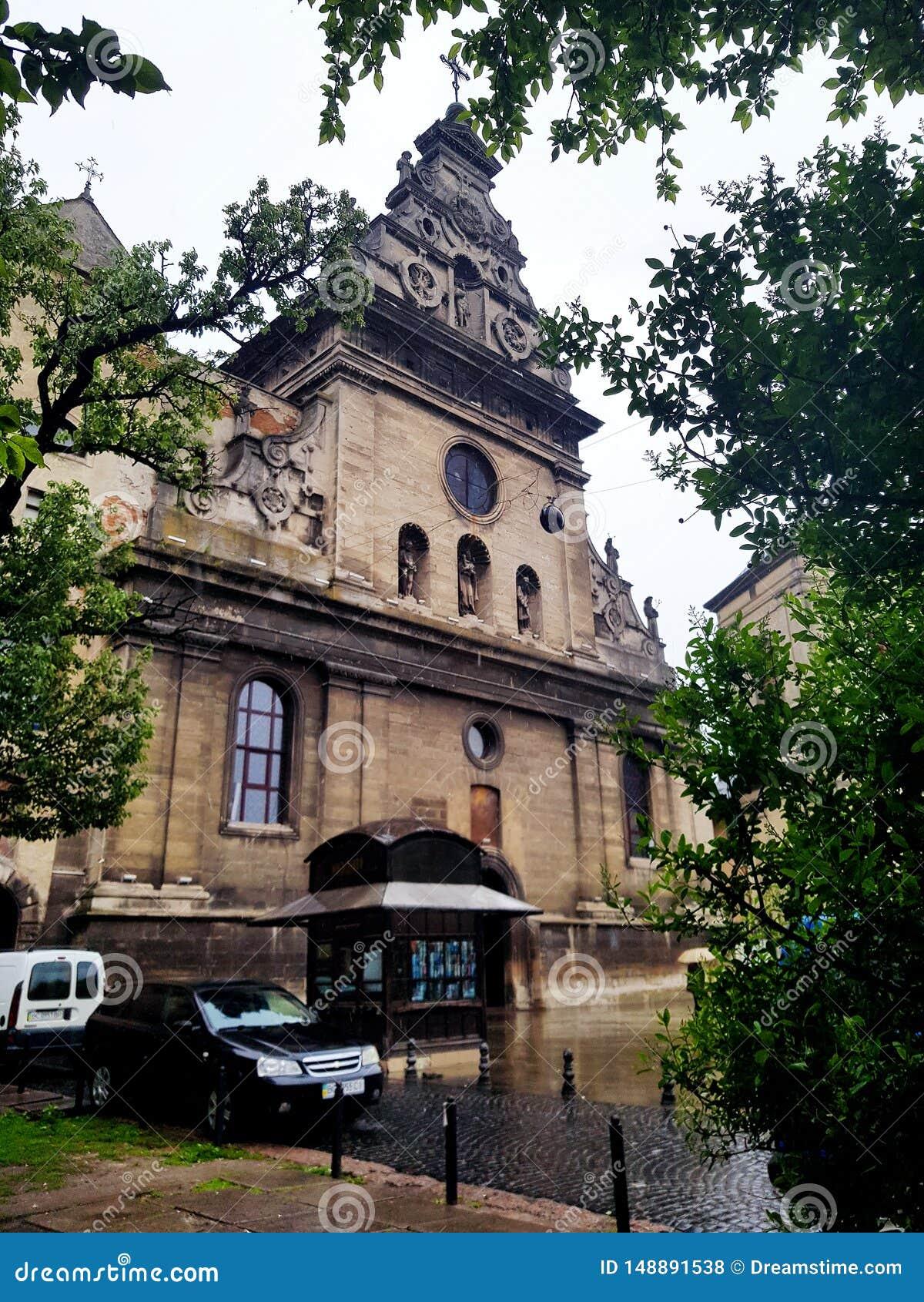 Красивая старая архитектура европейского города Львова, Украины