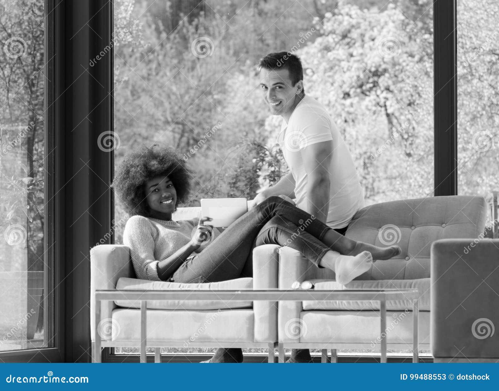 добрый красивый секс на кресле красивая девушка