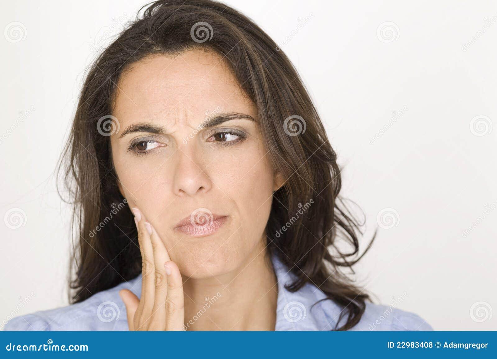Красивейшая женщина имея toothache