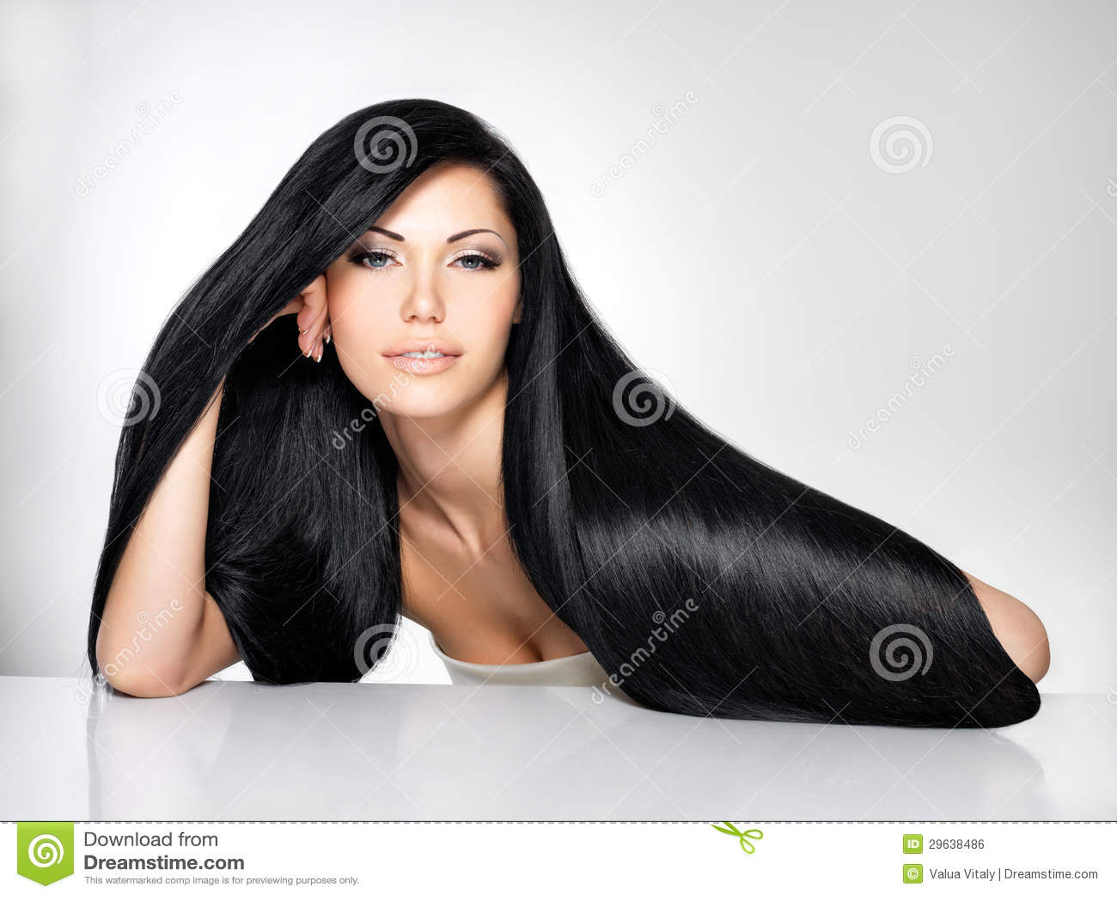 Красивейшая женщина с длинними прямыми волосами