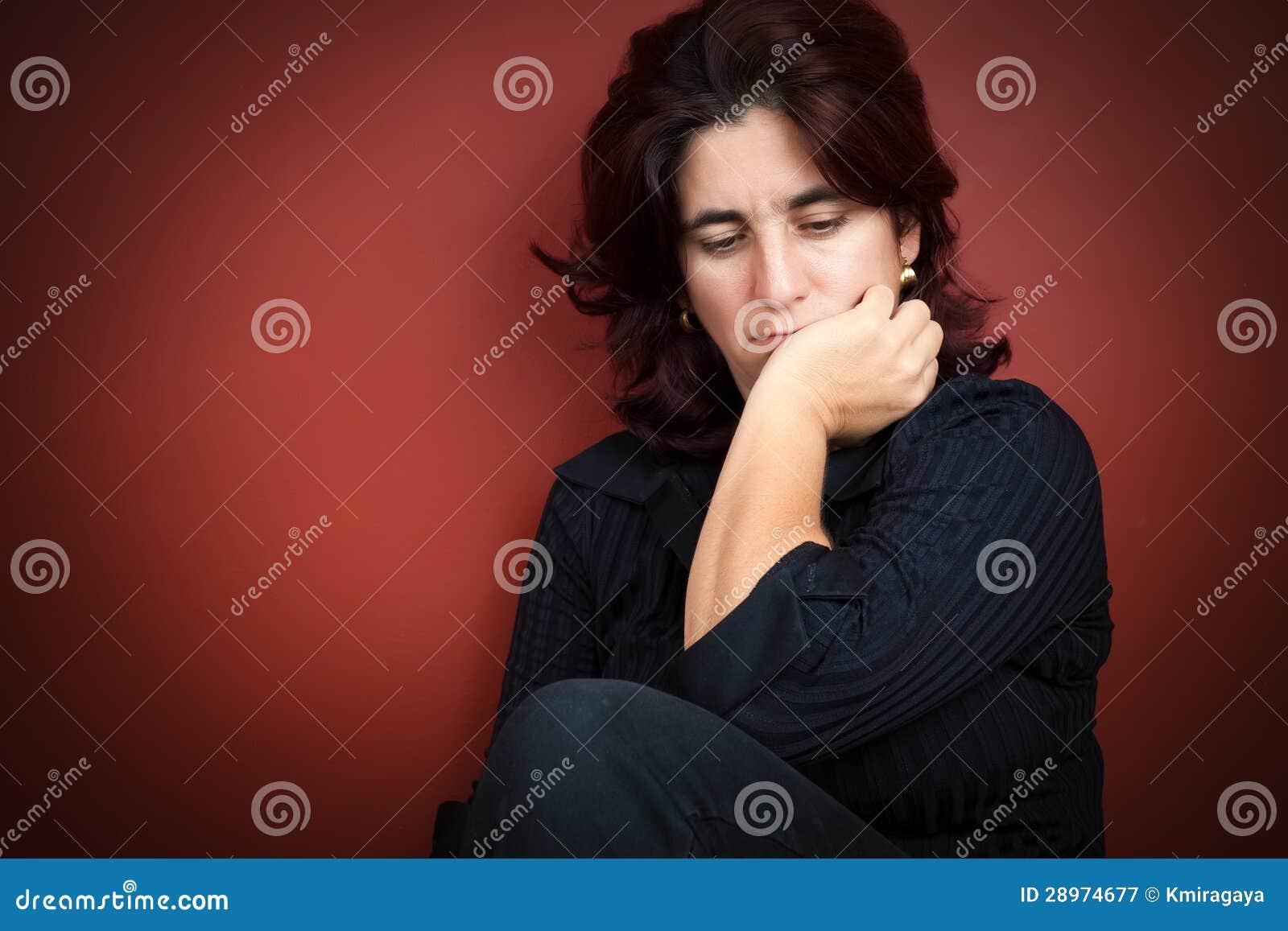 Красивейшая испанская женщина с очень унылым выражением