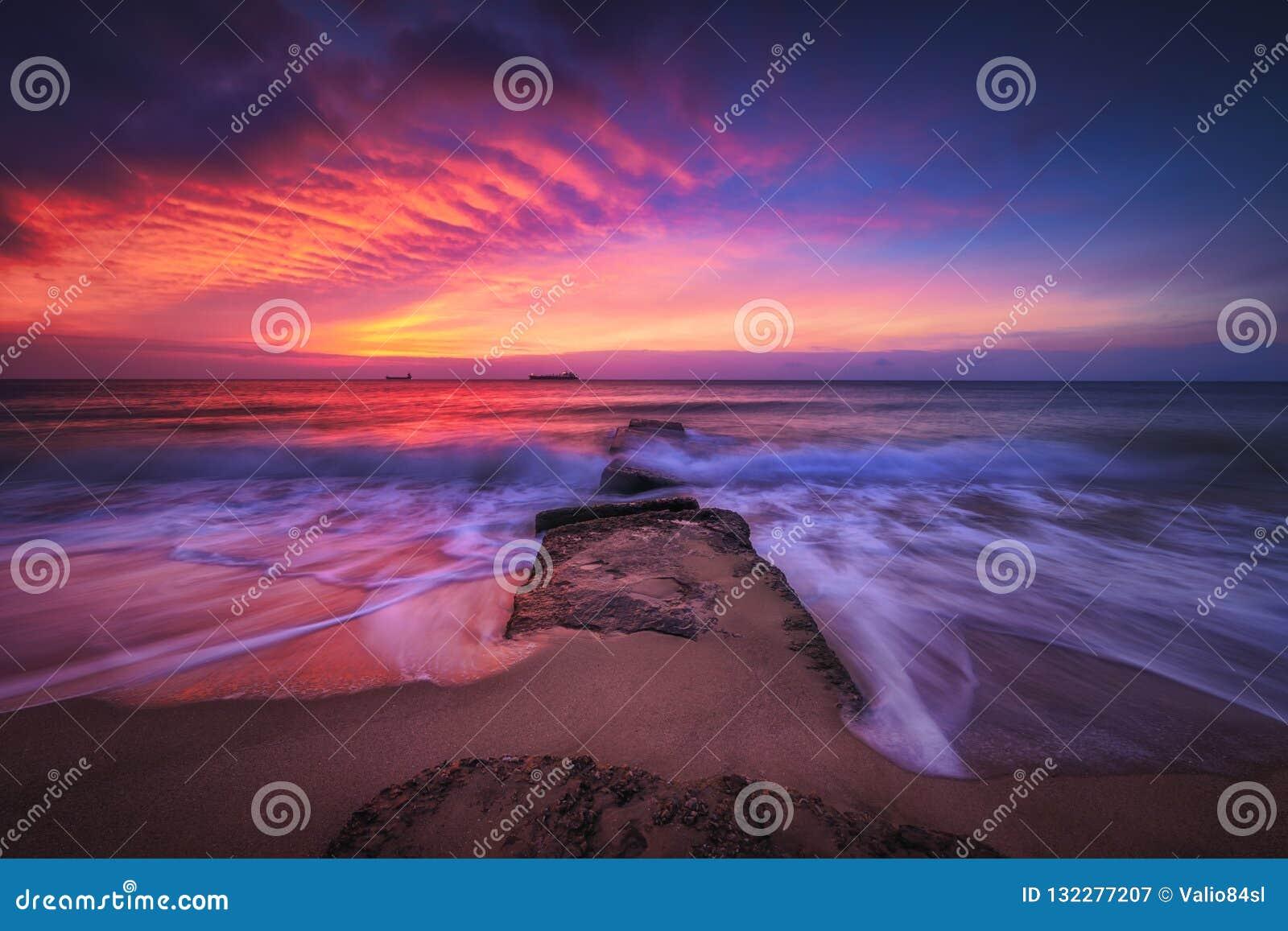 красивейше над восходом солнца моря