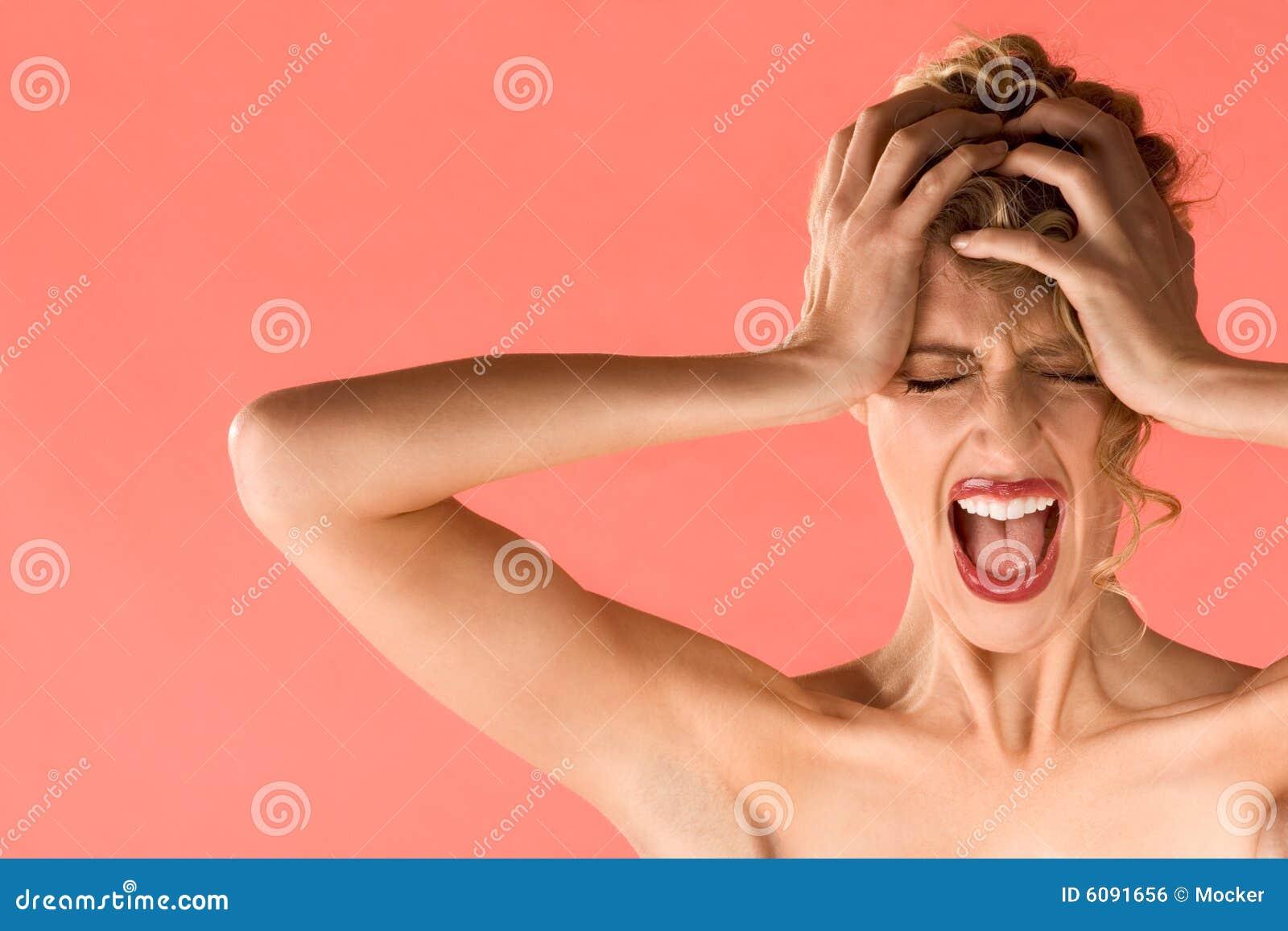 красивейшие белокурые глаза screaming закрынная женщина