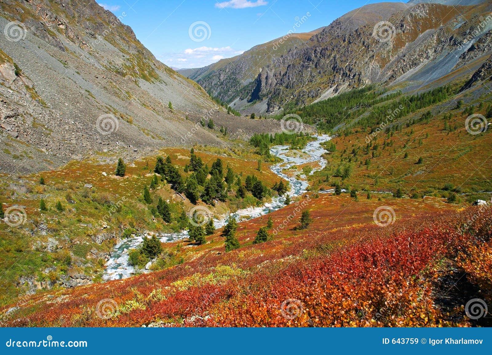 Download красивейшие горы ландшафта стоковое изображение. изображение насчитывающей также - 643759