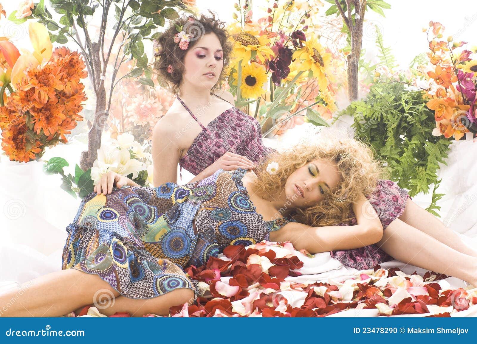 красивейшие девушки способа платьев снимают лето