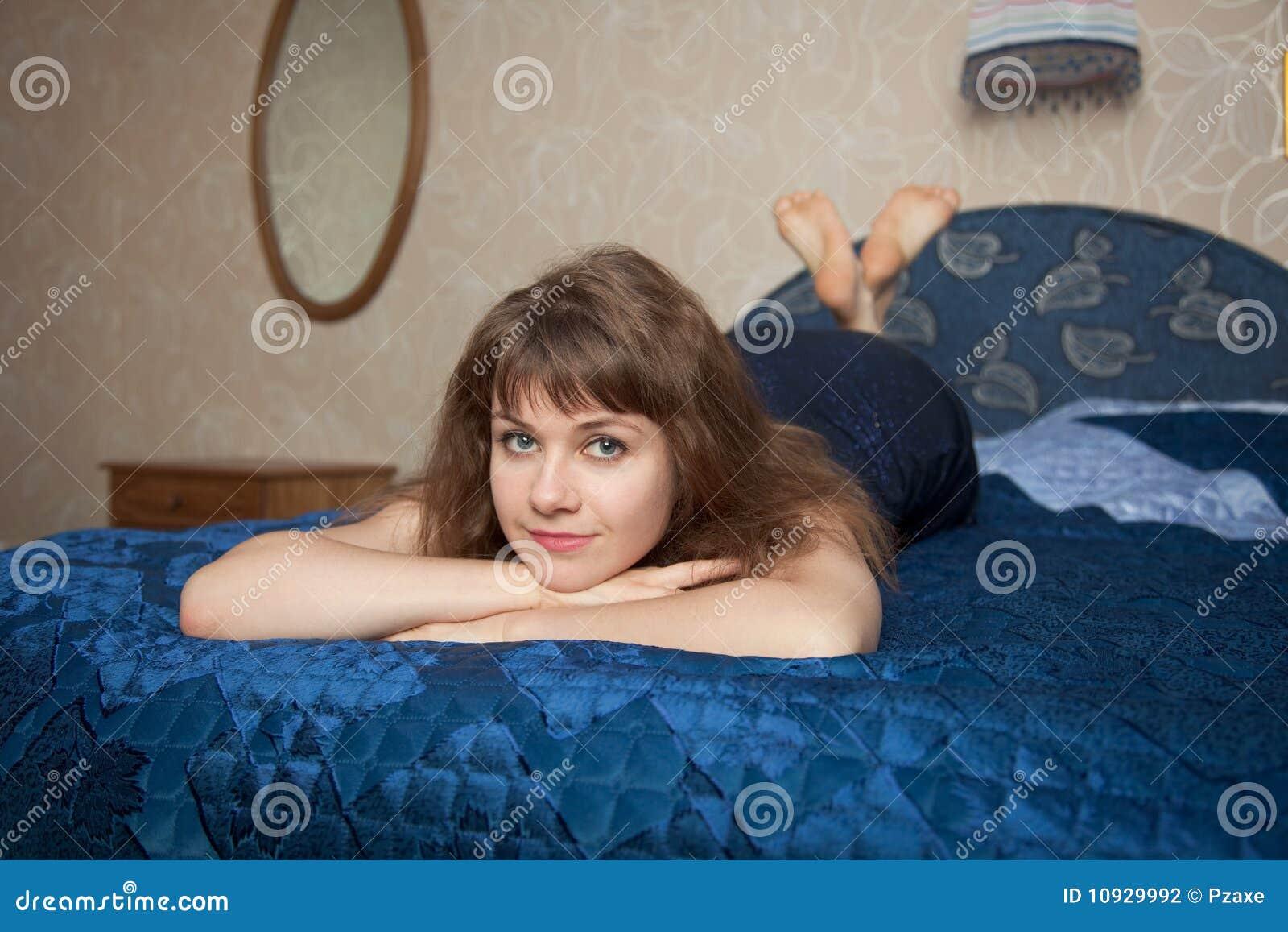 красивейшие лож девушки платья двойника кровати