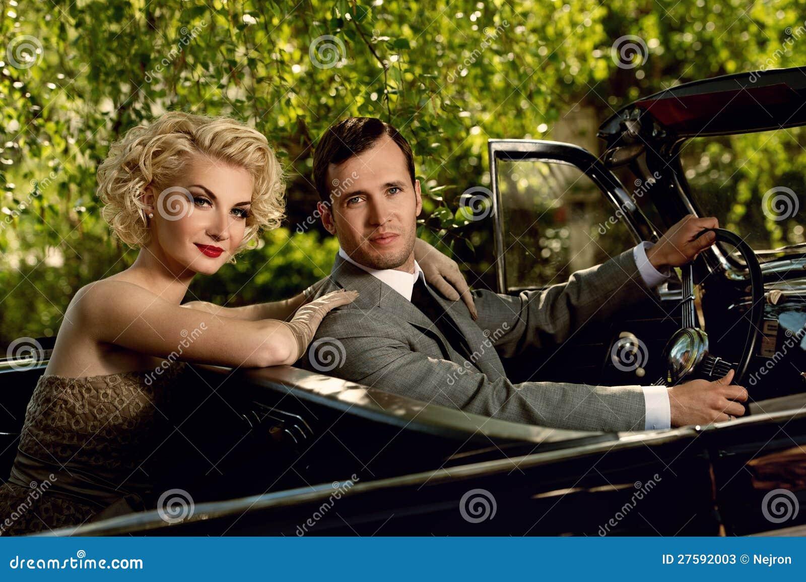 Красивейшие пары outdoors в автомобиле