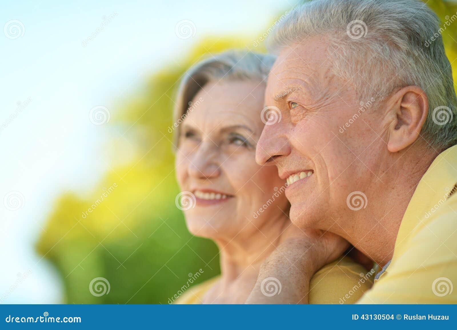 Секс двух пар молодой и пожилой, Пара Молодая Зрелая - Bub Porn -порно видео 20 фотография
