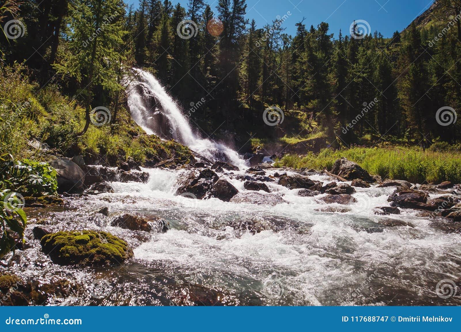 Красивейший водопад в пуще