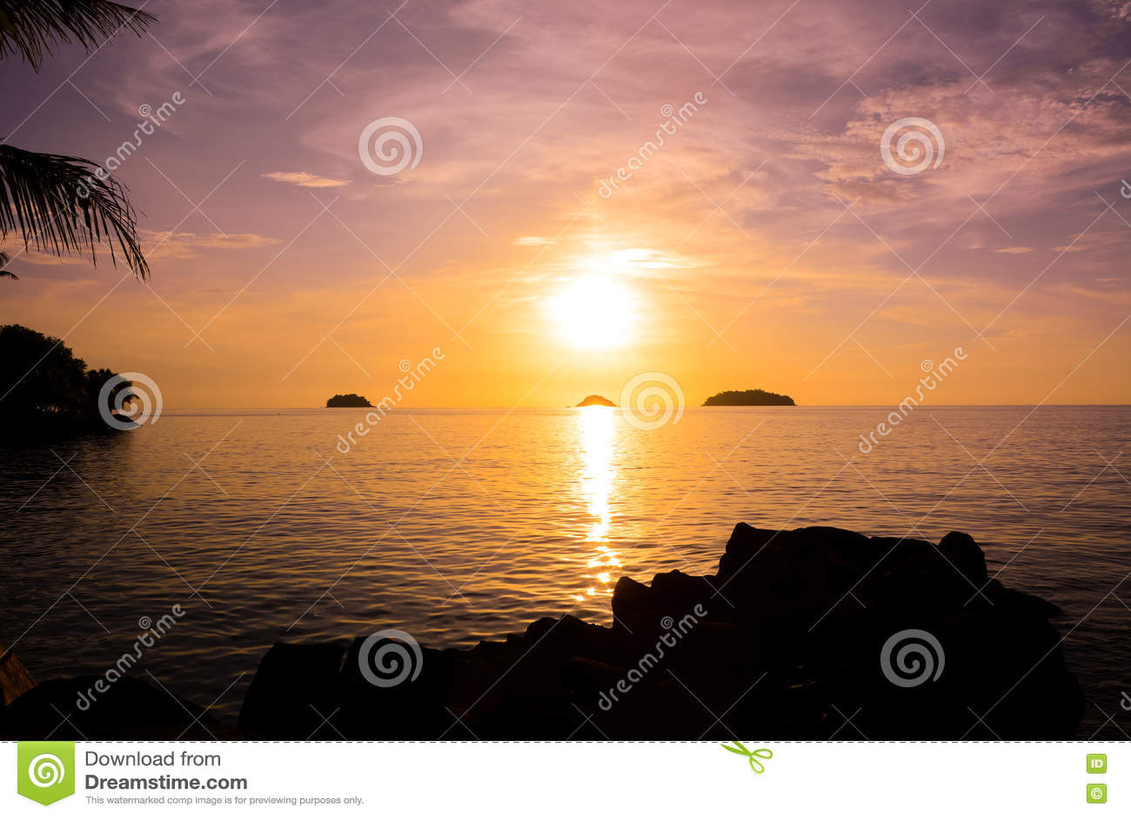 красивейший заход солнца моря