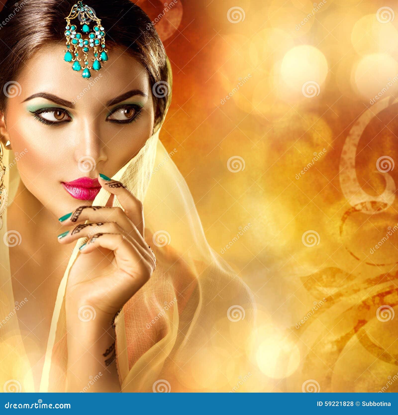 красивейший портрет индейца девушки Индусская женщина с татуировкой menhdi