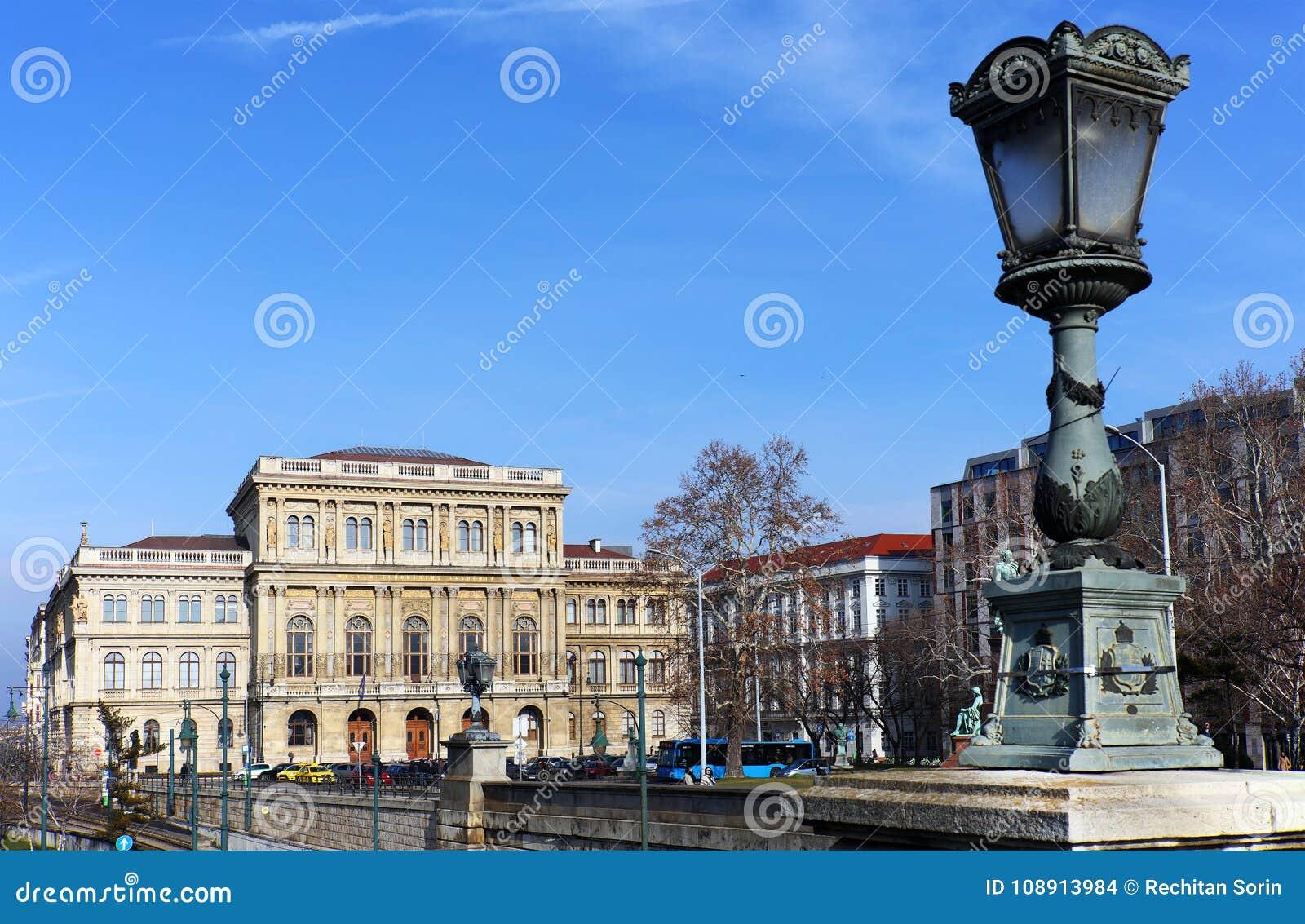 Красивое здание венгерской академии наук основанной в 1825 ¡ n Széchenyi Istvà отсчета budapest