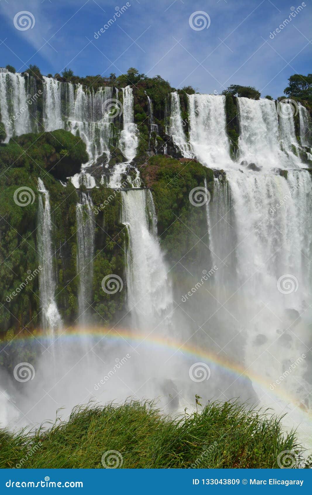 Красивое Игуазу Фаллс в Аргентине Южной Америке