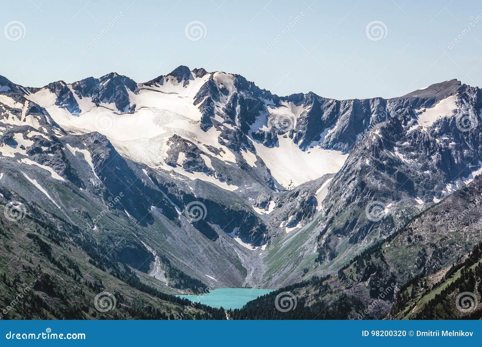Download Красивое озеро горы с бирюзой Multinskoe Стоковое Фото - изображение насчитывающей затишье, bluets: 98200320