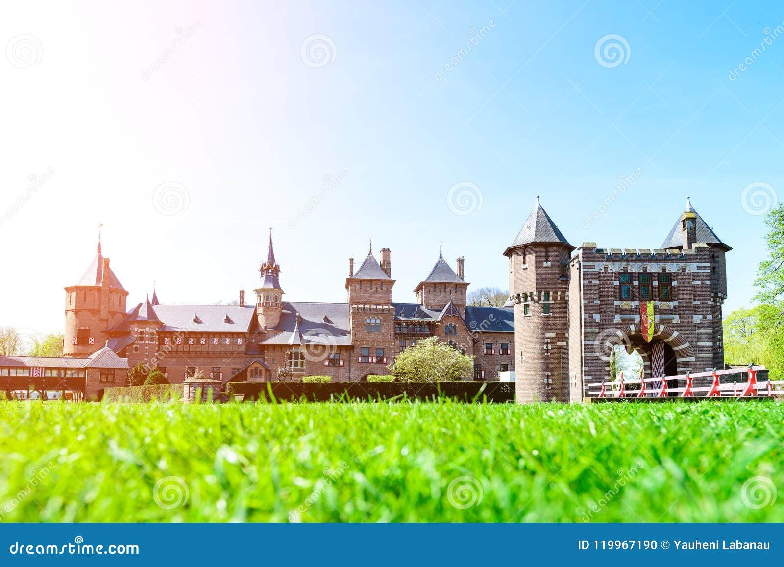 Красивое средневековое, фантазия, старый замок Голландии De Haar на s