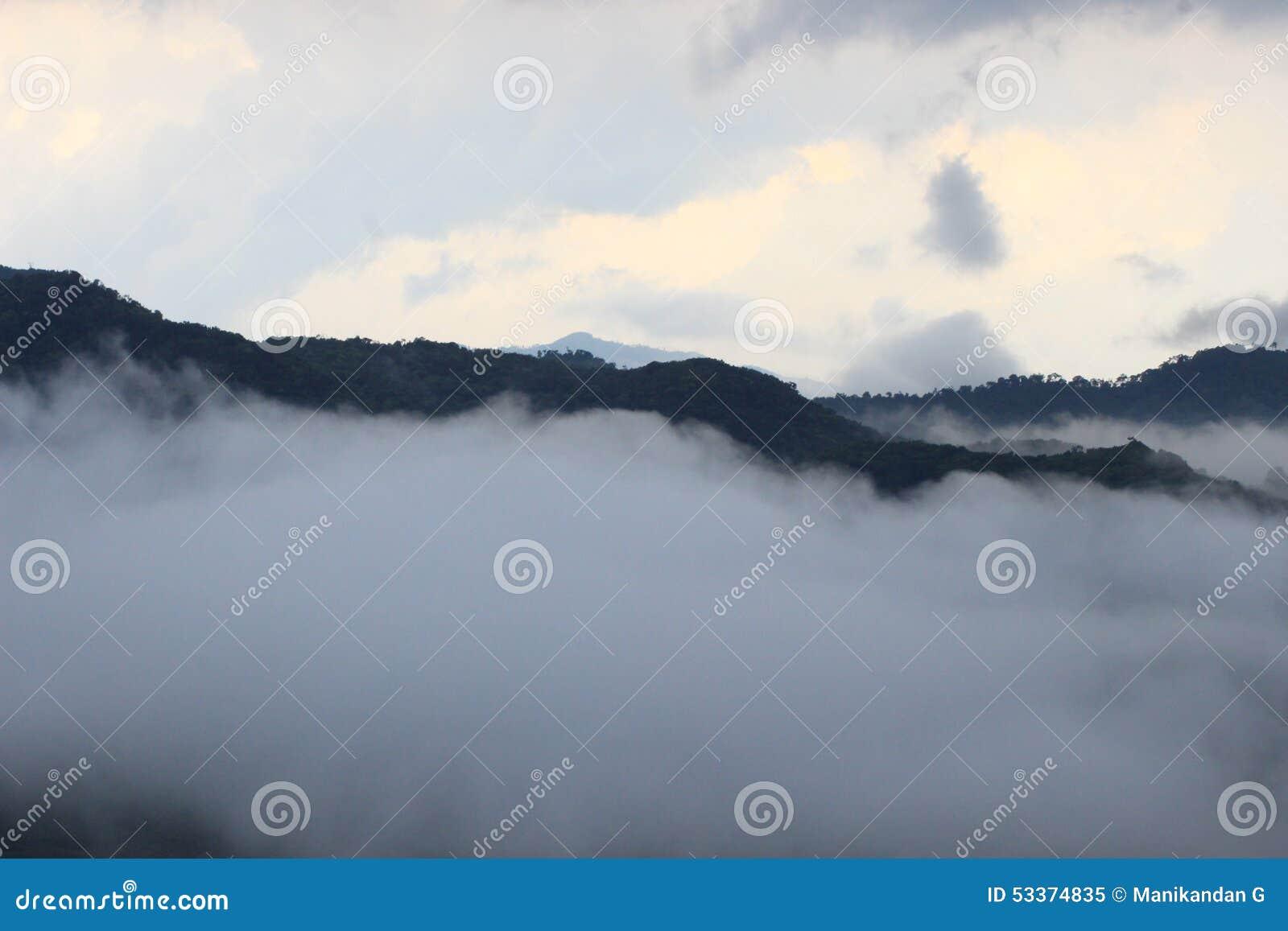 Красивое Indian Hills, Munnar, Керала, Индия