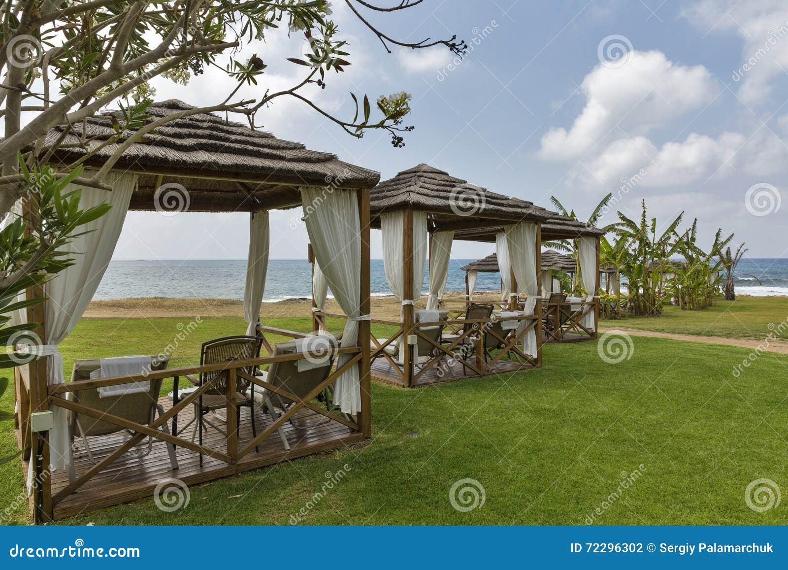 Download Красивые бунгала для релаксации на море приставают к берегу Стоковое Фото - изображение насчитывающей baxter, honeymoon: 72296302