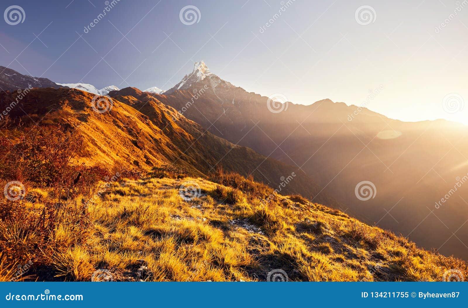 Красивые гималайские горы