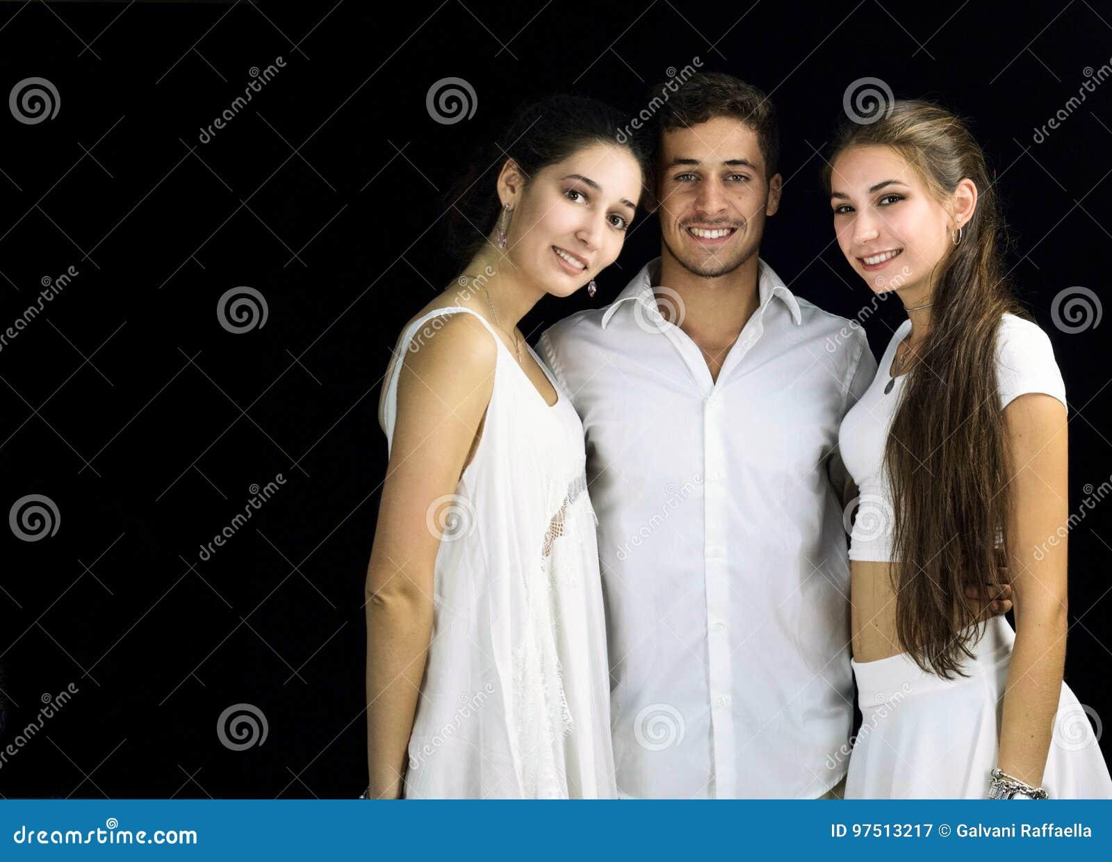 Две Дамочки И Только Один Парень