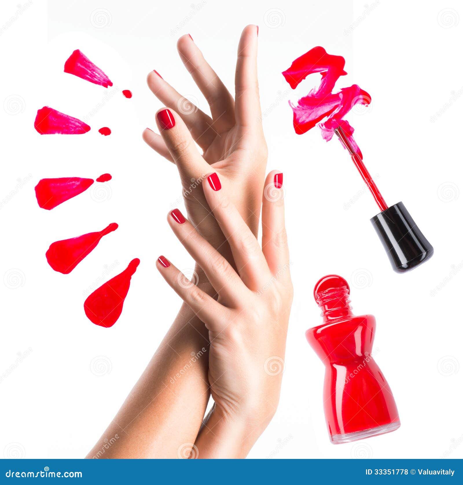 Красивые женские руки с красными