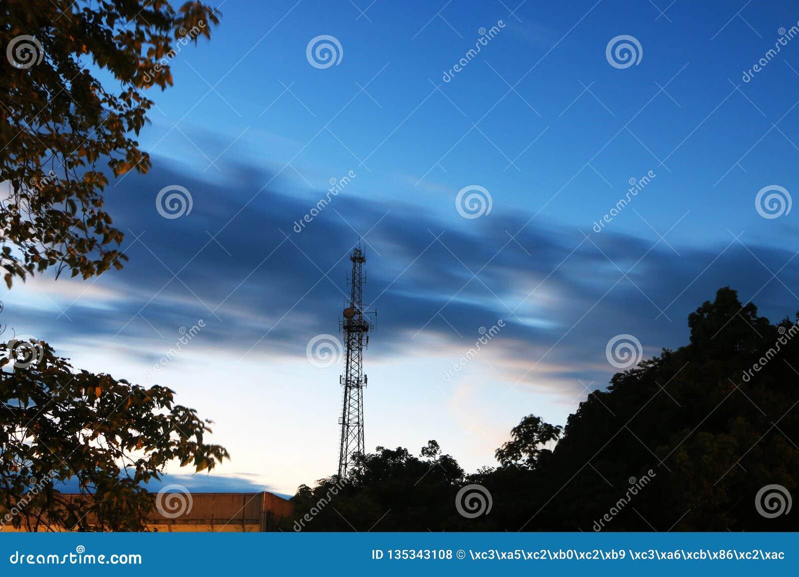 Красивые облака в небе вечера