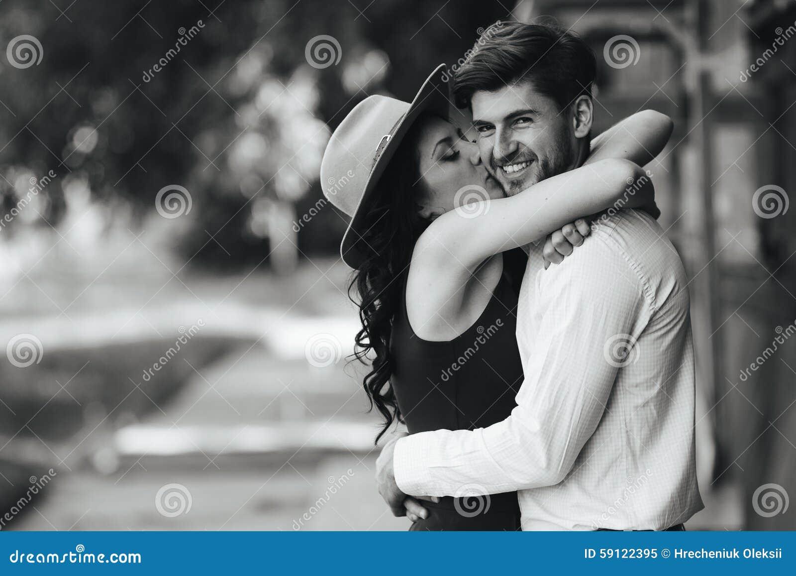 Фотографии красивых девушек где они целуются, случайно обнаженные звезды фото