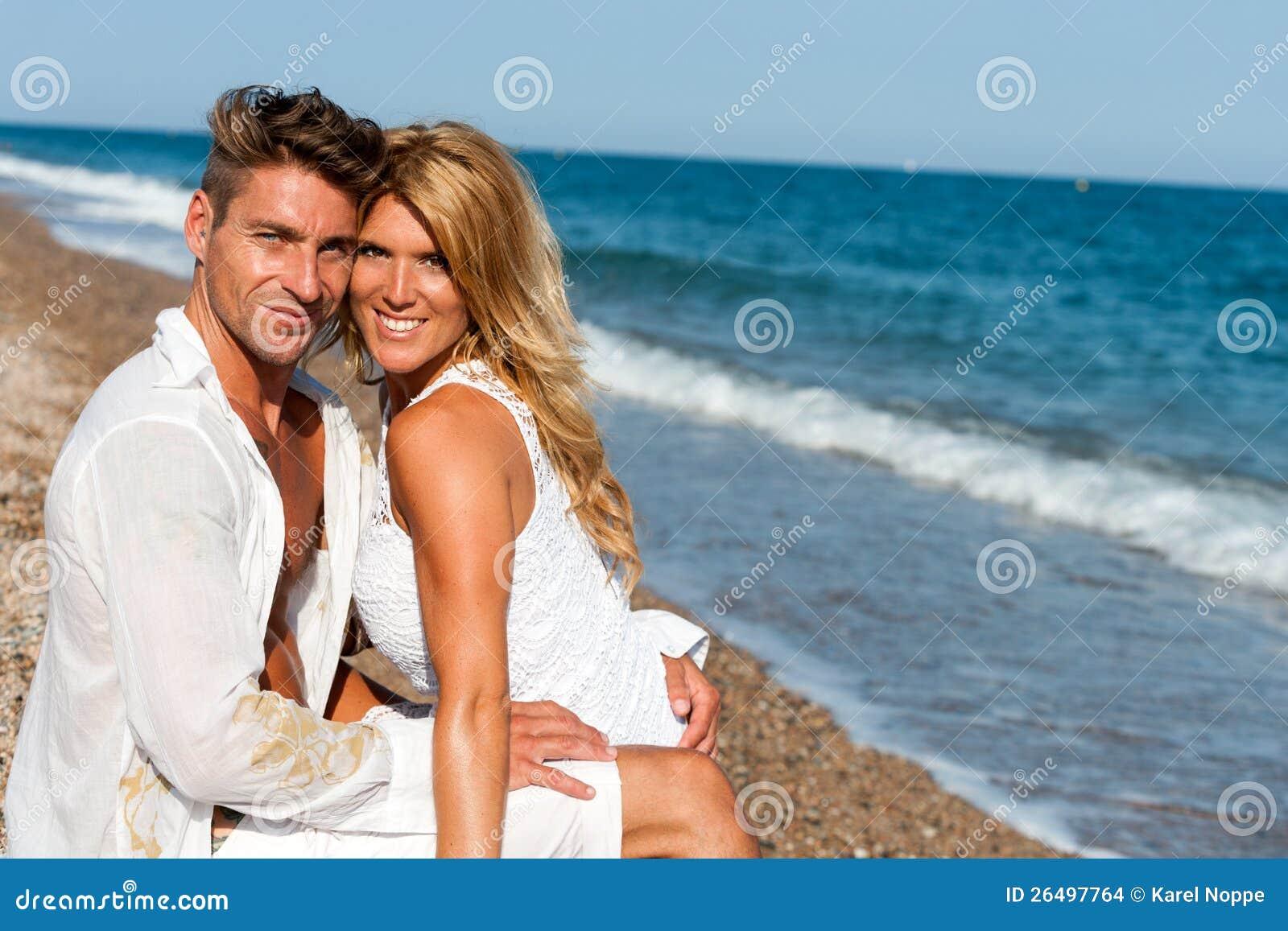 Парочки на пляже фото