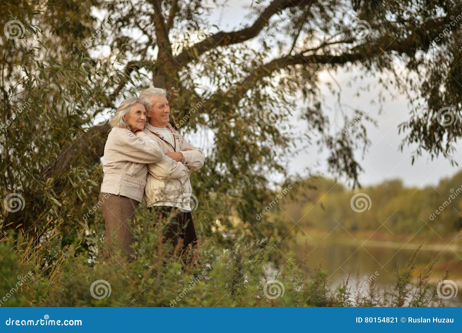понимаю, подсмотрел пожилые пары смотреть познания ней весьма