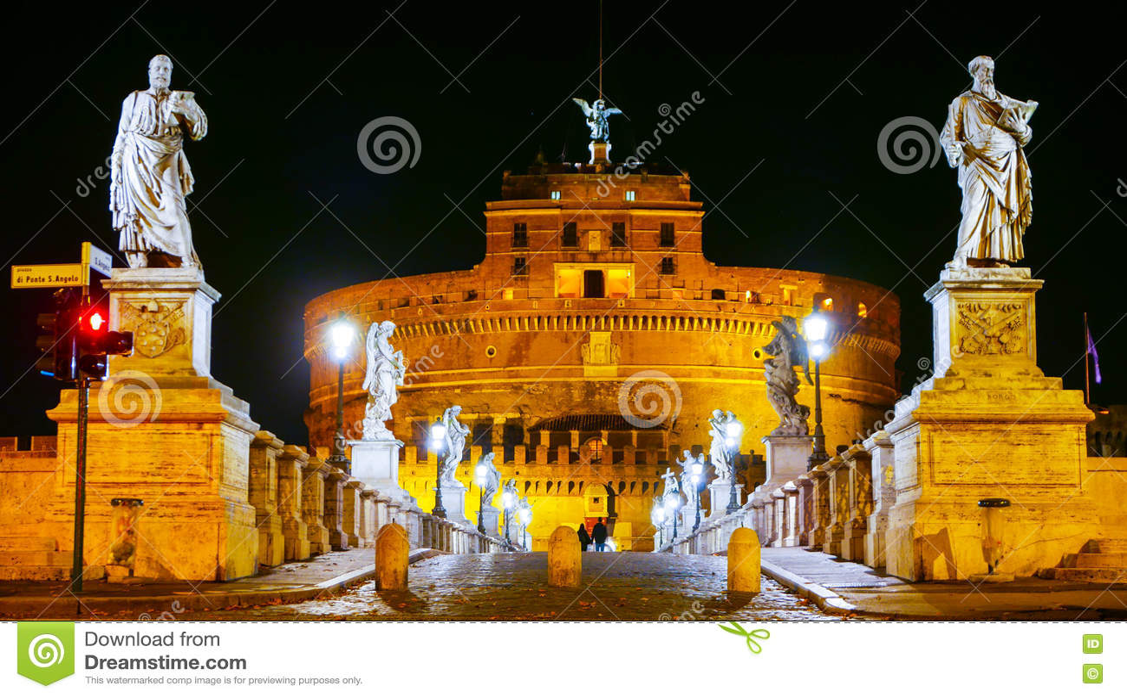 Красивые скульптуры на мосте ангелов в Риме