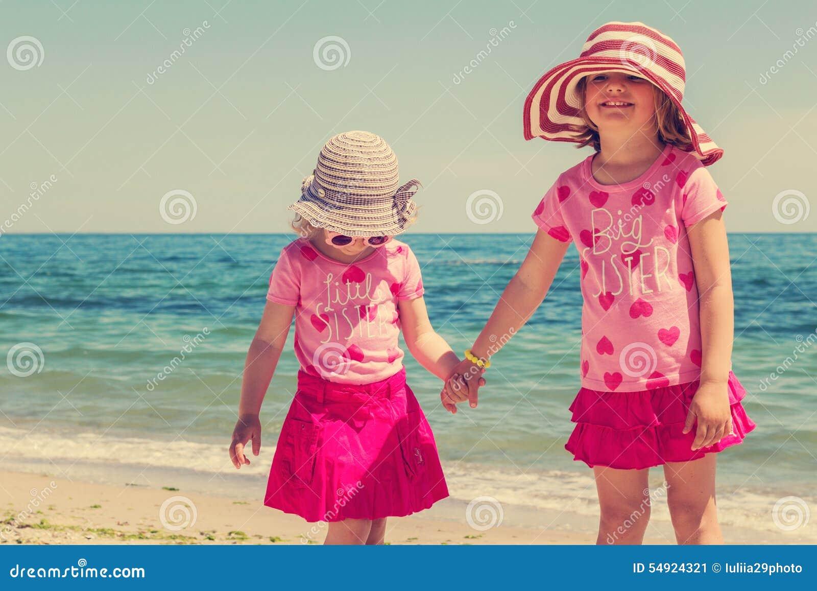 Молоденькие девочки на нудистком пляже фото 103-965
