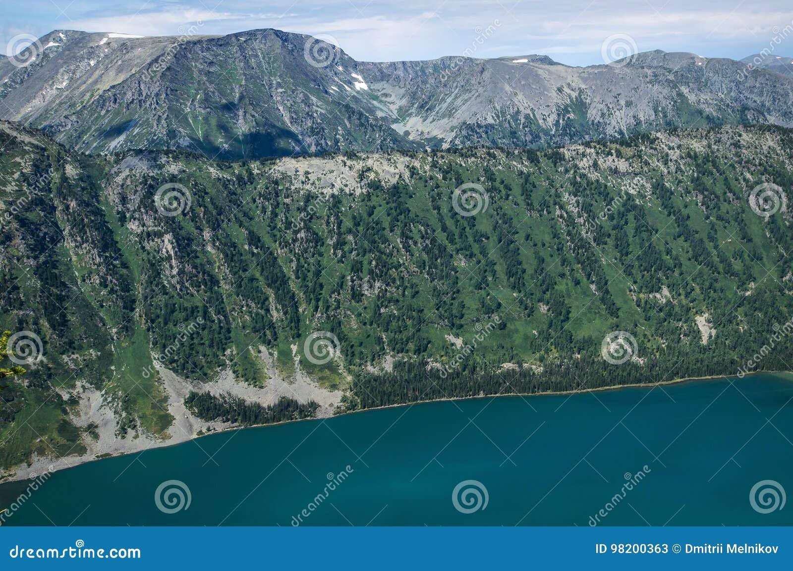 Download Красивый ландшафт горы с одной малой горой и озером Стоковое Изображение - изображение насчитывающей adventurousness, пуща: 98200363