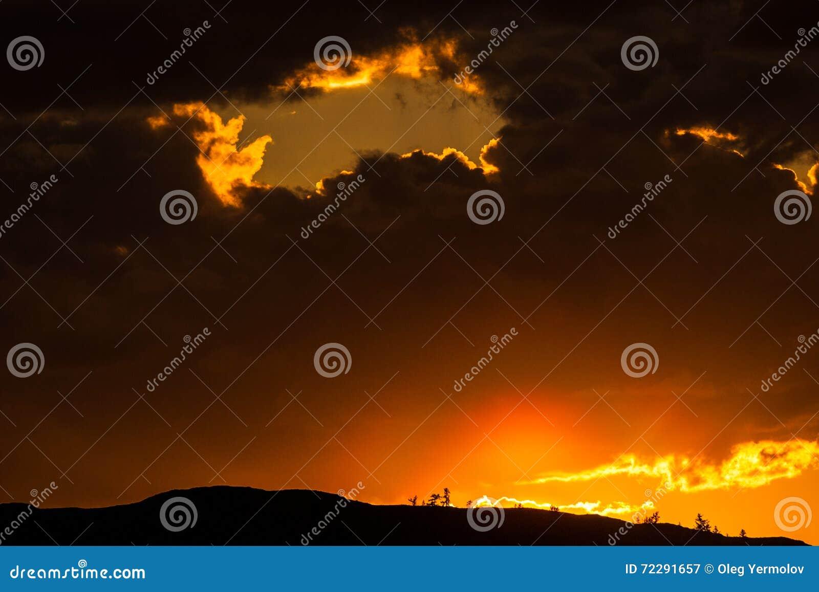 Download Красивый ландшафт с горой стоковое изображение. изображение насчитывающей тень - 72291657