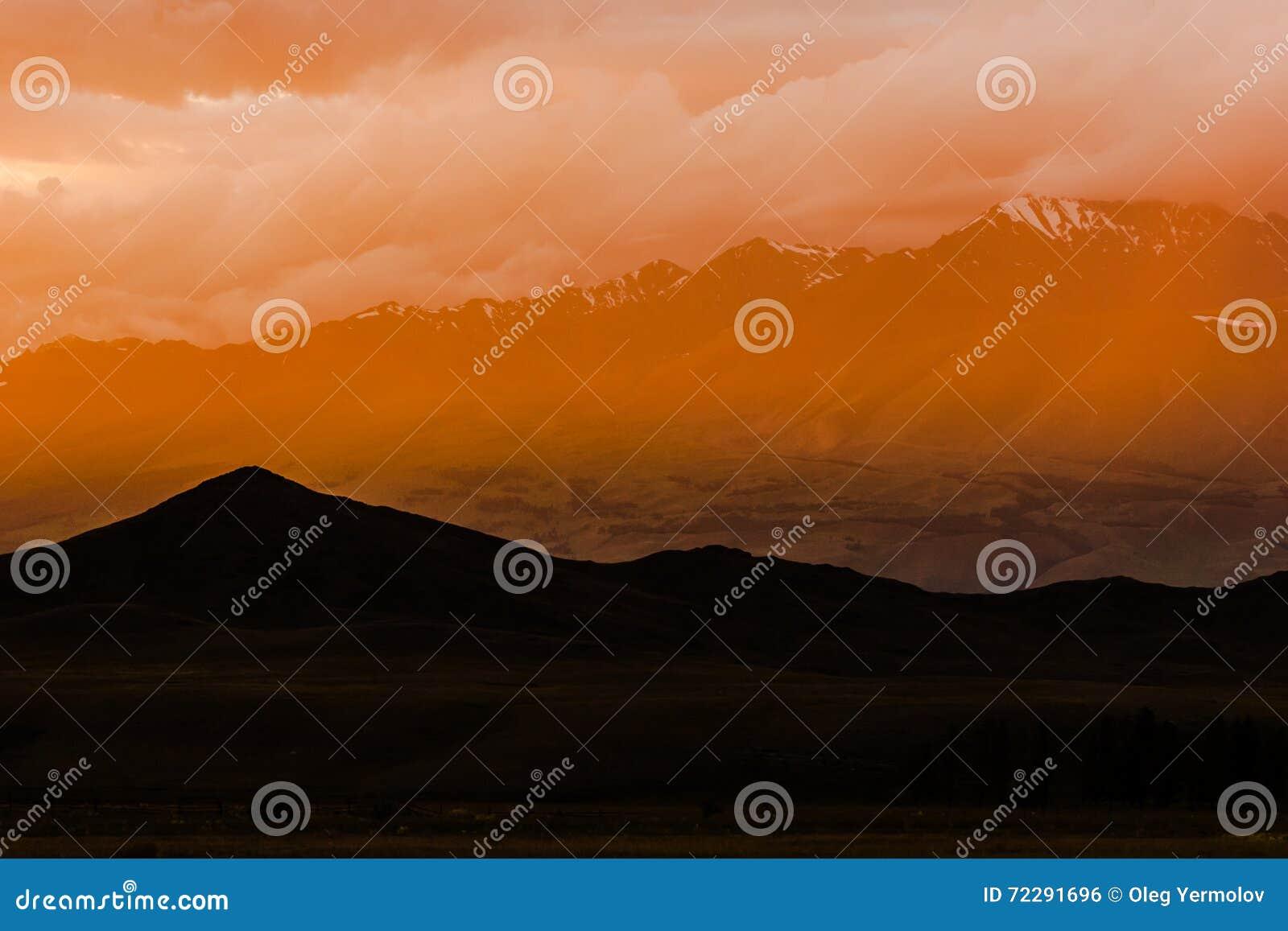 Download Красивый ландшафт с горой стоковое фото. изображение насчитывающей красивейшее - 72291696