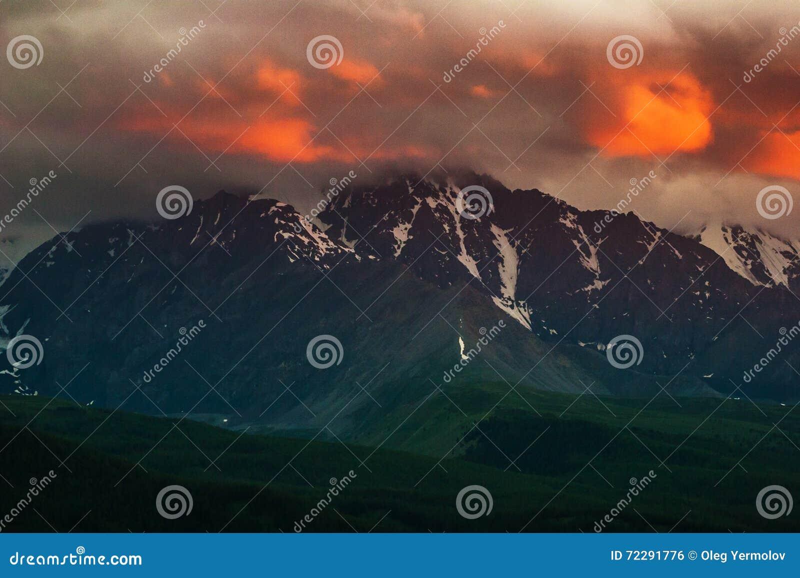 Download Красивый ландшафт с горой стоковое фото. изображение насчитывающей сезон - 72291776