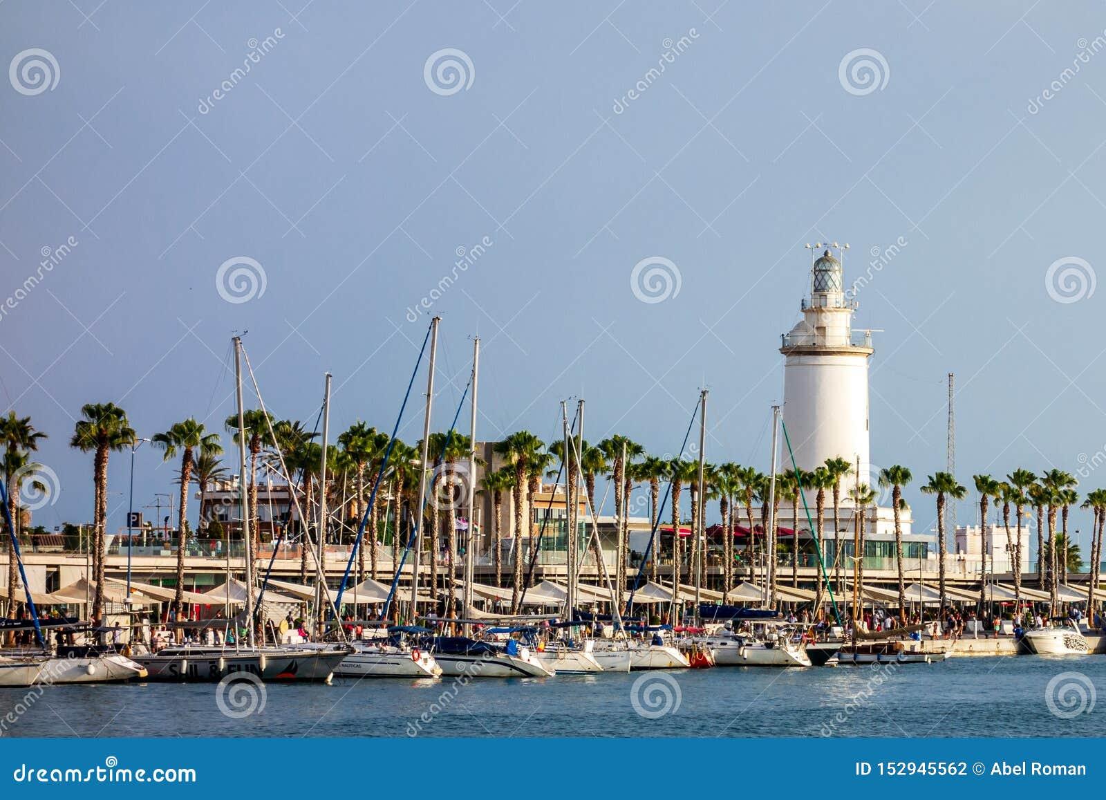 Красивый вид порта Малага